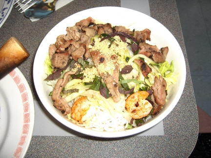 Rice vermicelli with shrimp and pork