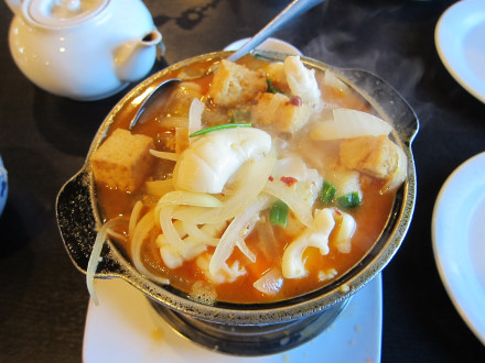 Seafood bean noodle clay pot
