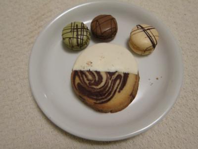 Sable and macarons