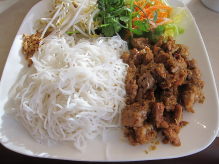 Vermicelli with lemongrass chicken
